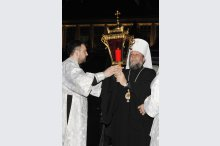 His Eminence Metropolitan Vladimir holds Easter service at the Metropolitan Cathedral'