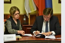 The Chisinau city hall  signed a contract on loan with the European Bank for Reconstruction and Development for financing a project on energy efficiency and thermal isolation of public buildings from Chisinau'