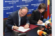 The Moldovan Education Ministry signs a cooperation protocol with the Romanian Ministry of National Education and Scientific Research for 2016-2019.'