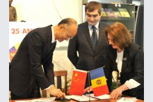"The  book exhibition ""The 25th Anniversary of diplomatic relations between Moldova and China""'"