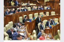 The parliament held a plenary meeting'