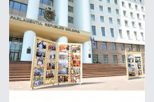 Photo exhibition open to Moldovan parliament on World Press Freedom Day'